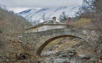 Το γεφύρι της γιαγιάς Νονούλως και η Χαράδρα τουΚουβαρά