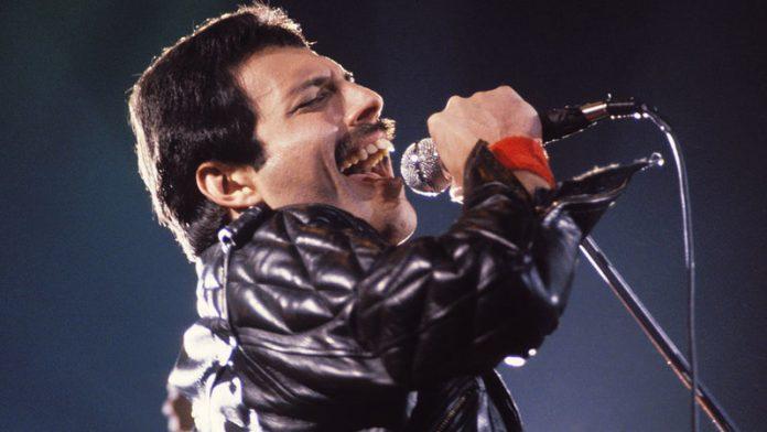 Freddie Mercury-013