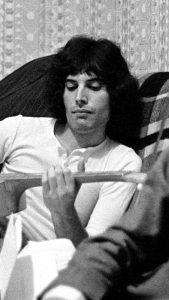 Freddie Mercury-08
